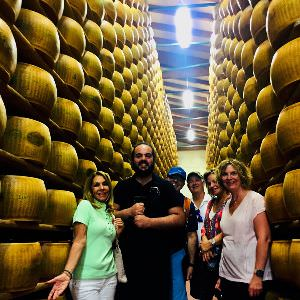 We visit during our cooking holiday in Emilia Romagna a local small Parmigiano Producer and we visit his Parmigiano cell