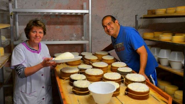 Our Norcia vacation features making fresh pecorino and ricotta cheese from scratch, taught by a local shepherd