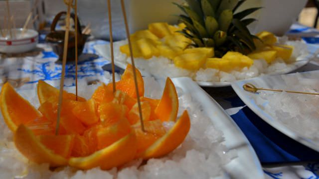 Fruit and other aperitivi with our salt-tasting at the saline in Trapani, Sicily. One of the highlights of the vacation&