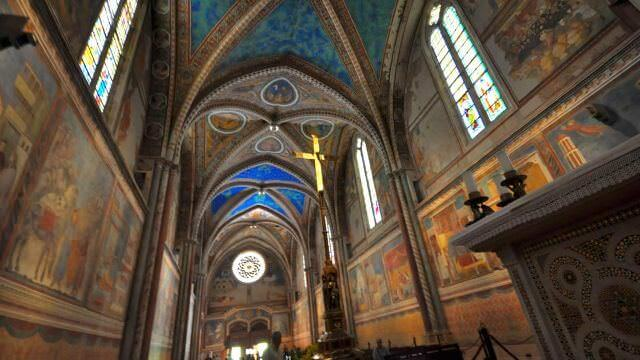 assisi_cathedral_inside.jpg