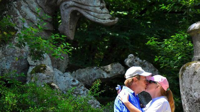 bomarzo_kissing.jpg